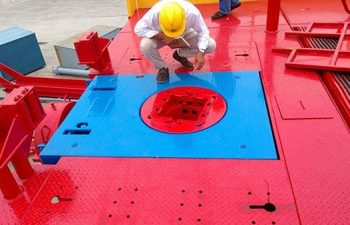USR Technology contractor setting a drilling rig.